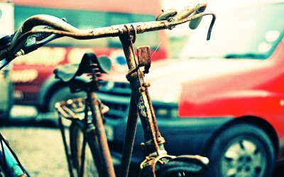 photo of the top part of an old-fashioned bicycle with curved handlebars