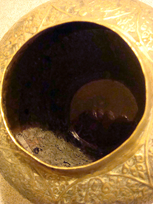 photo of the top of a gold urn